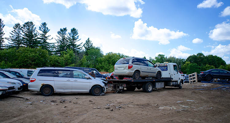 How to choose a scrap car removal company?